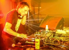 [PHOTOS] Liquid Stranger and KJ SAWKA bring the bass to 2720 Cherokee in St Louis - May 10, 2014