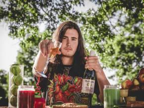 Aplsoz remixes CONTRA ahead of The Untz Festival